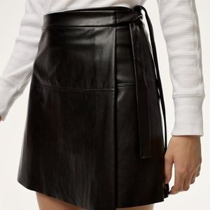 🌸Wilfred Free🌸 EUC Vegan Leather Spurlock Skirt